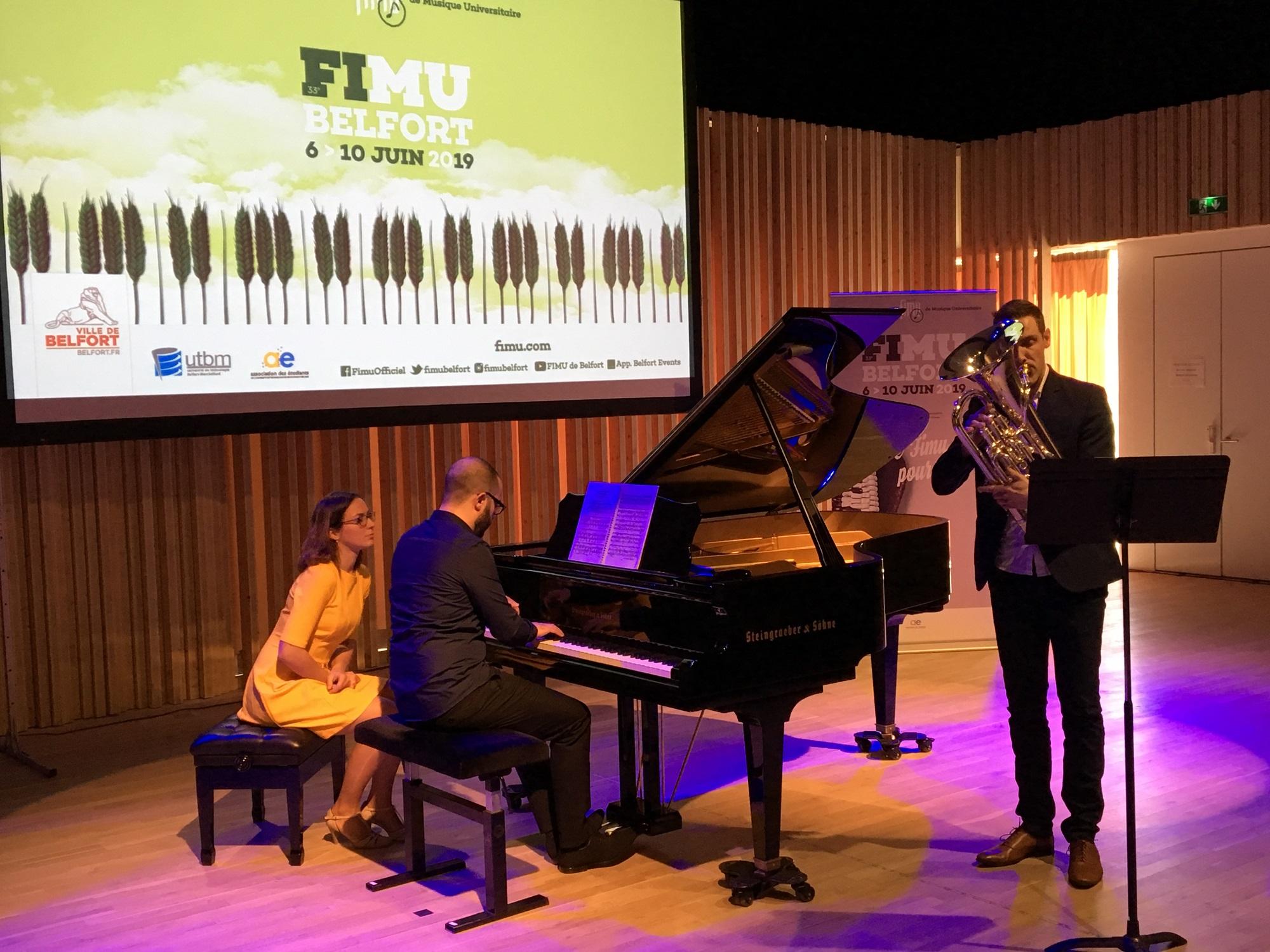 Le Fimu 2019 aura le piano comme fil rouge. A l'issue de la conférence de presse de présentation, ce mardi matin, un duo pour mettre dans l'ambiance. (Photo Pierre-Yves Ratti)