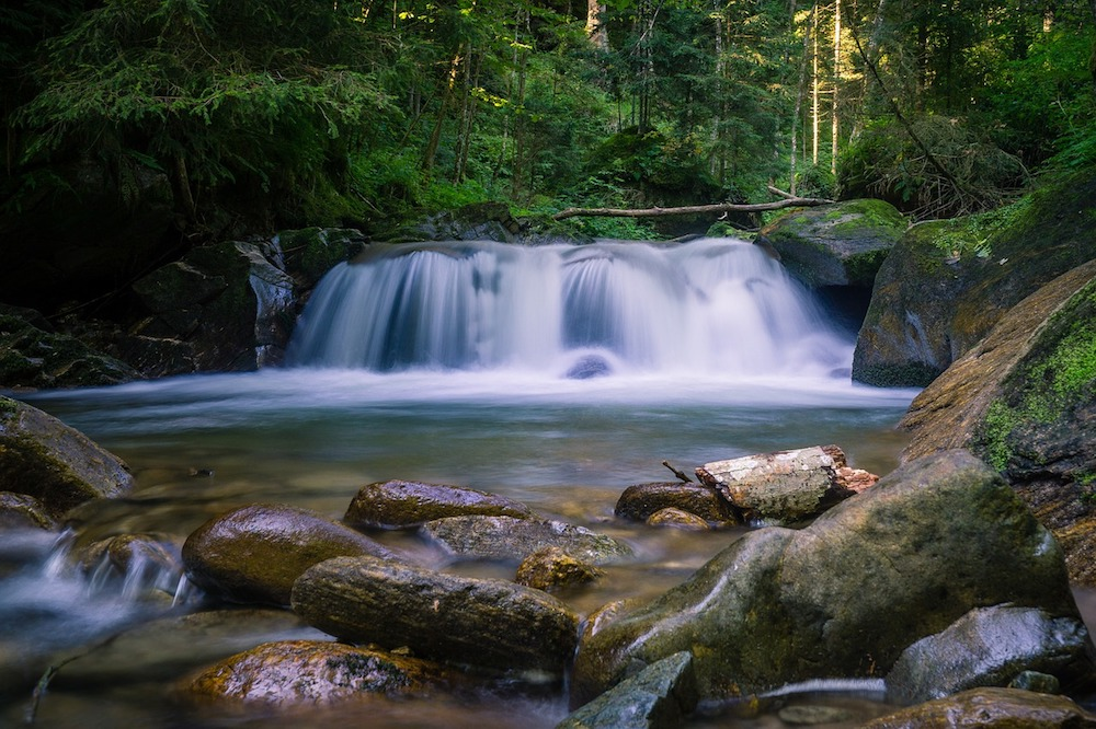 waterfall-3615487_1280