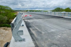 Le pont réalisé par Parietti s'insère dans une voie collectrice, qui longe la R.N. 1019.