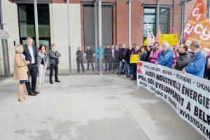 La direction a reçu une délégation de l'intersyndicale en début d'après-midi, après avoir écouté les griefs des salariés vers 9h45, devant le siège de GE à Belfort.