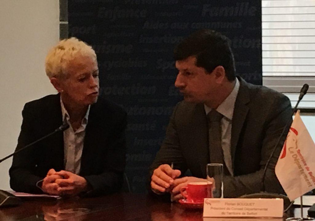 Brigitte Klinkert, présidente du conseil départemental du Haut-Rhin, et Florian Bouquet, président di conseil départemental du Territoire de Belfort, ce samedi matin, 4 mars, à Belfort. (Photo Pierre-Yves Ratti)