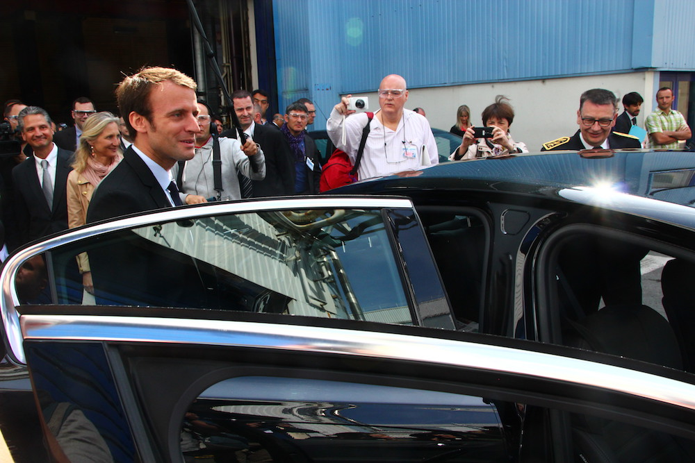Macron 28