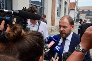 Philippe Petitcolin, secrétaire du CSE de GE turbines à gaz à Belfort, répond aux questions des journalistes à la sortie de la réunion avec Bruno Le Maire.
