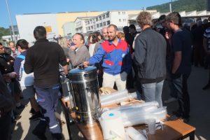Ce vendredi 7 juin, la pause café était organisée devant le convoi transportant la turbine à gaz 6B.03, qui devait sortir. les salariés se sont retrouvés.