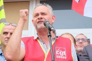 Cyril Caritey, de la CGT, a invectivé la foule ! Il a rappelé que la guerre était aujourd'hui économique.