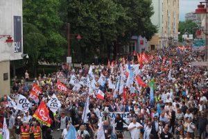 Entre 5000 et 8000 personnes ont participé à la manifestation. Une mobilisation supérieure à celle d'Alstom en 2016.
