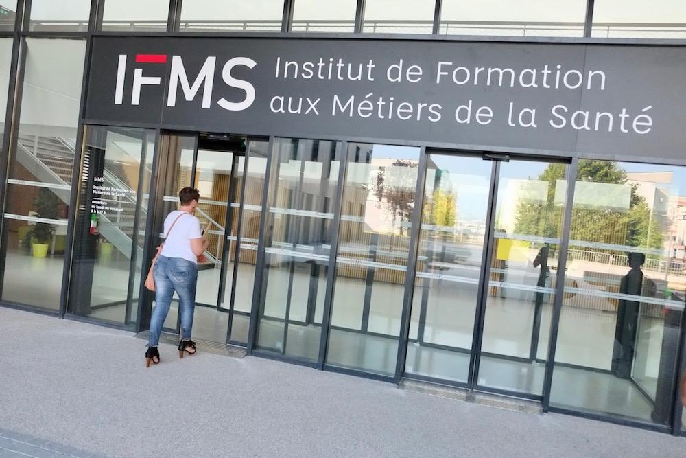 Le conseil régional Bourgogne-Franche-Comté a décidé d'augmenter le nombre de places en formation d'infirmiers et d'aides-soignants, pour la nouvelle rentrée scolaire.