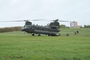 Un Chinook de l'armée britannique a assuré des rotations dans le ciel belfortain.