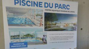 Le panneau de présentation de la future piscine.