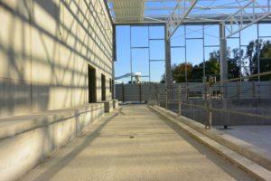 La façade laissera largement passer la lumière sur les nouveaux bassins.