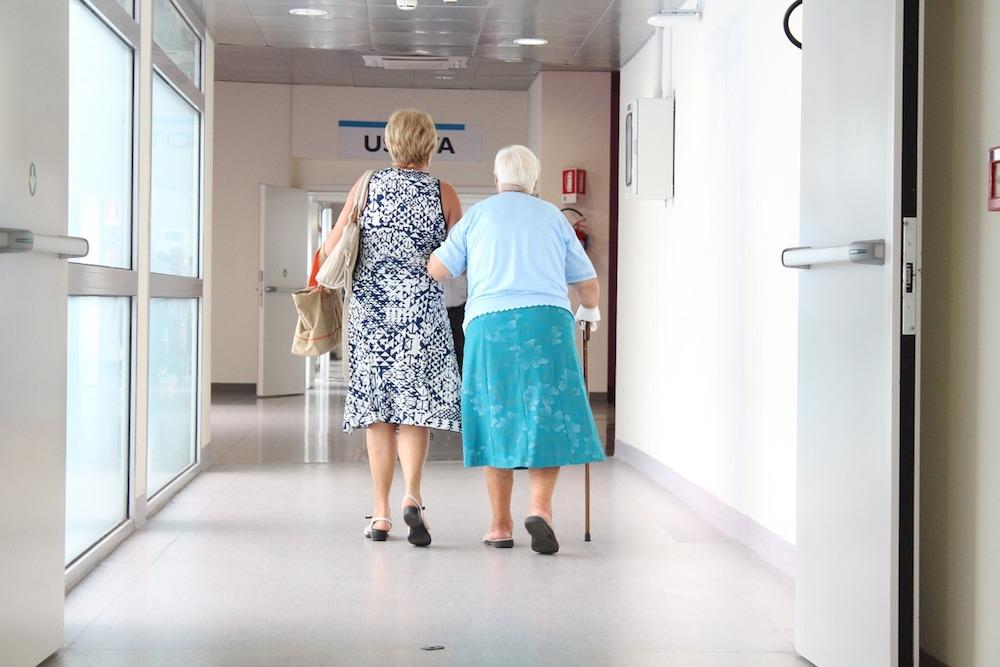 elderly-1461424_1280-1