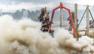 Les gaillards s'entraînent aux combats urbains, au Cenzub.