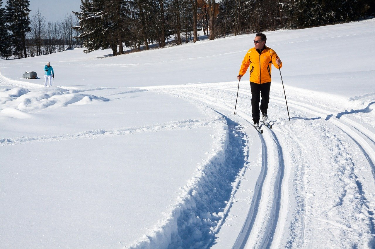 cross-country-skiing-624253_1280