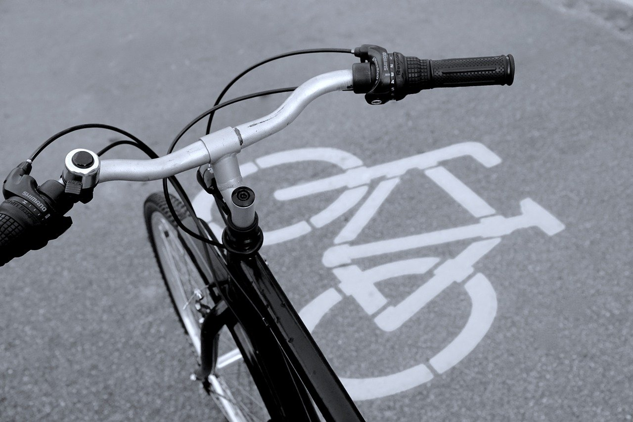 bicycle-path-830216_1280