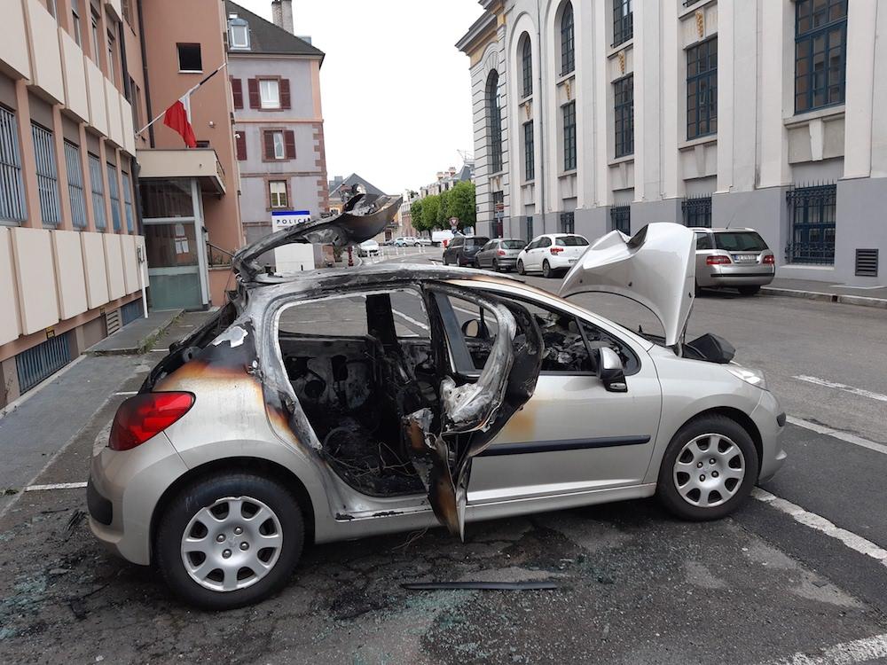 Voiture police Belfort incendiée