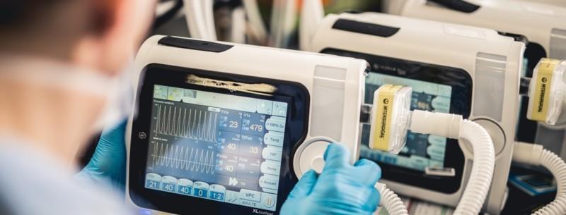 Un consortium d'industriels, mené par Air liquide, conçoit 10 000 respirateurs pour les hôpitaux français.