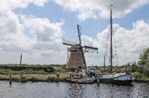 Les emblématiques moulins hollandais (©WolBlur- Pixabay).