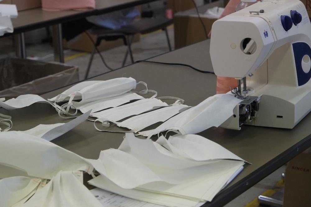 La communauté de commune du Sud Territoire (CCST) a décidé de distribuer deux masques lavables 50 fois et réutilisables, de classe 2 et homologués Afnor, à chaque élève âgé de 3 à 11 ans.