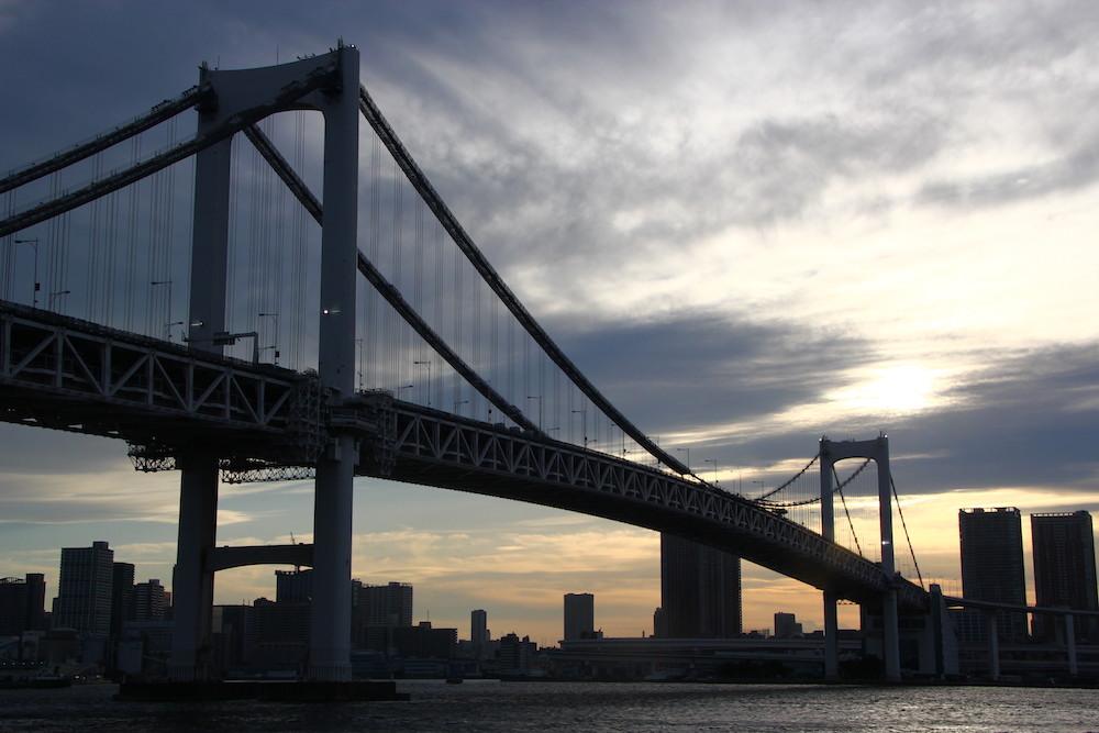 Rainbow bridge, dans la baie de Tokyo