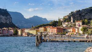 Le village de Riva Del Garda (©meineresteirampe – Pixabay).