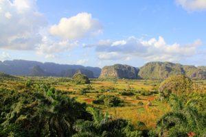 Vue sur la vallée de Viñales (©Smidtreportagen – Pixabay).