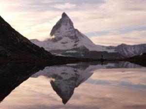 Le reflet du majestueux Cervin dans le Riffelssee (©Gautier Drouin).
