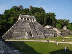 Pyramide Maya précolombienne (©jtyloder – Pixabay).