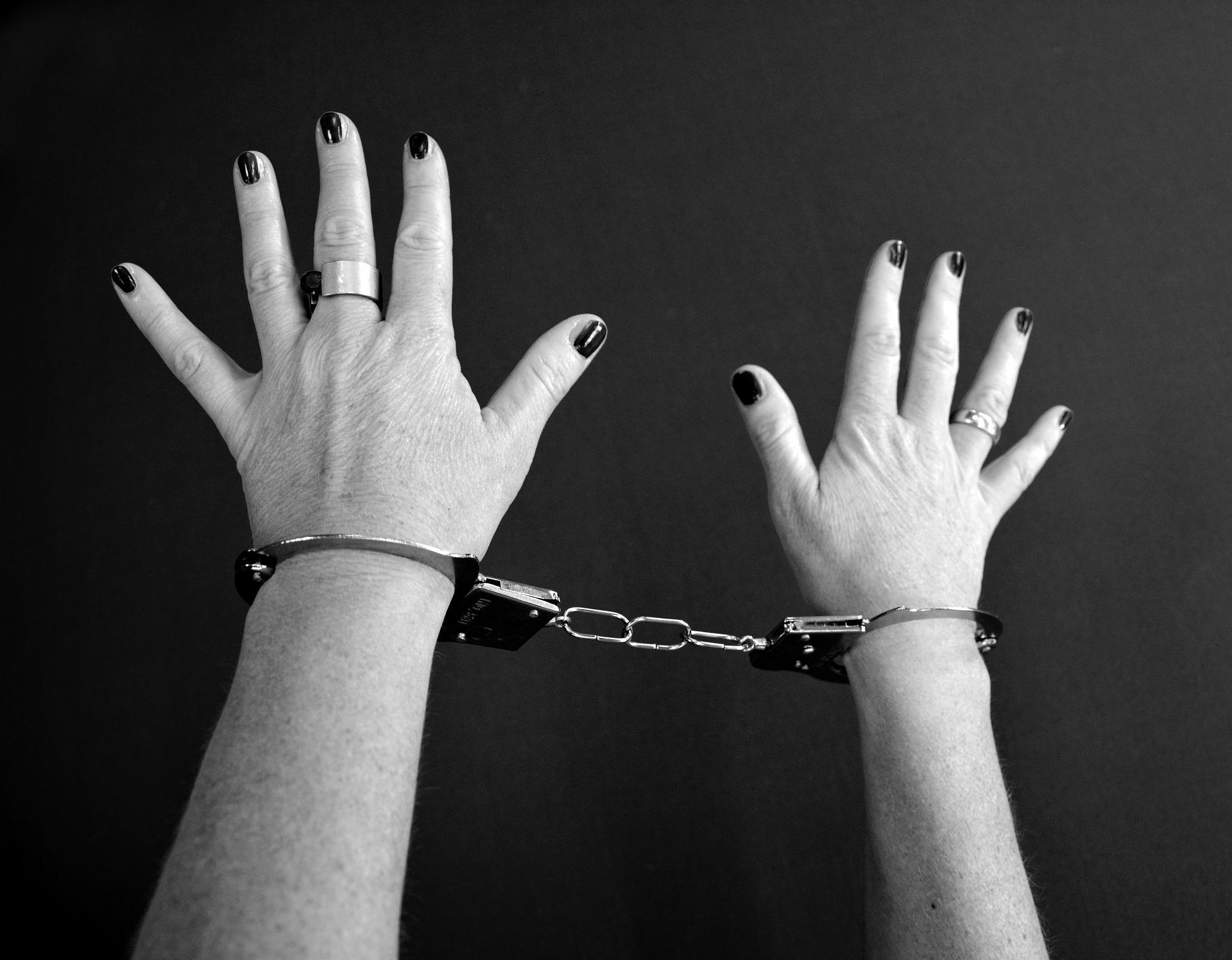 Une femme a été interpellée : elle est soupçonnée d'avoir passé un contyrat pour faire assassiner son mari. Image parKlaus HausmanndePixabay