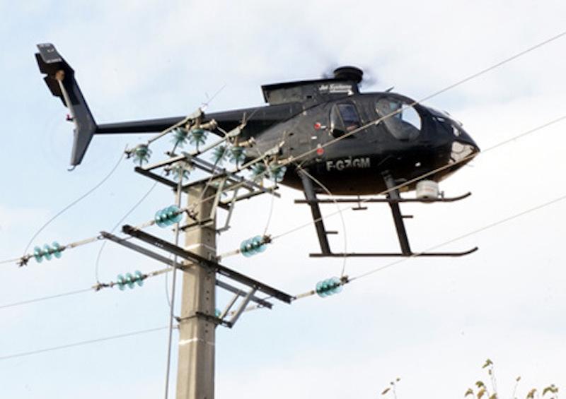 Hélicoptère de Jet Systems Hélicoptères Services qui va survoler 800 km de lignes électriques dans le Doubs.