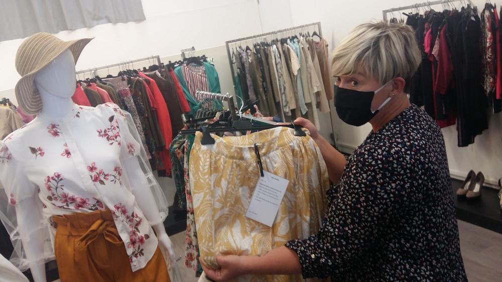 Inser-vêt se lance dans un atelier de couture upcycling, pour transformer des vêtements de marques.