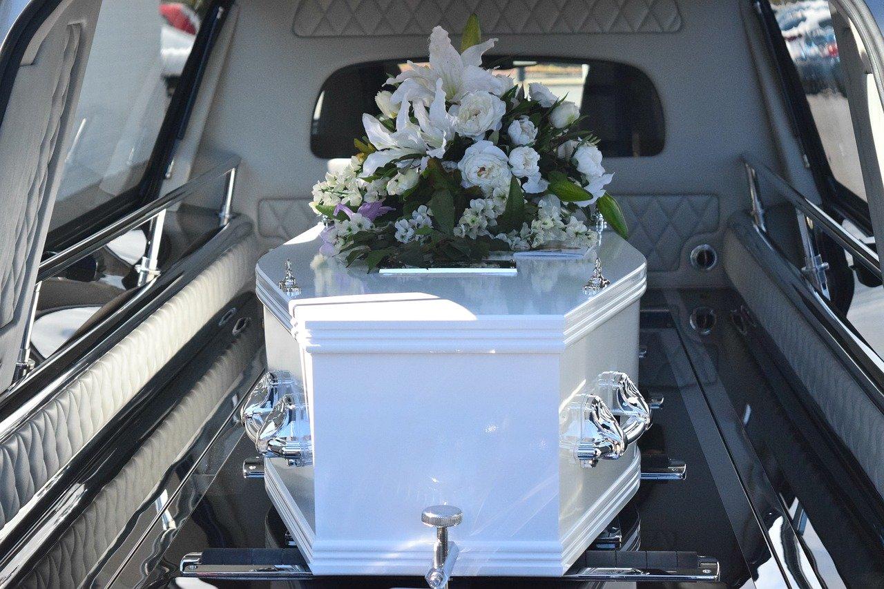 Les douaniers ont saisi sur l'A36, dans le Doubs, 65 kilos d'herbe de cannabis dissimulés dans des cercueils transportés à bord d'un faux corbillard