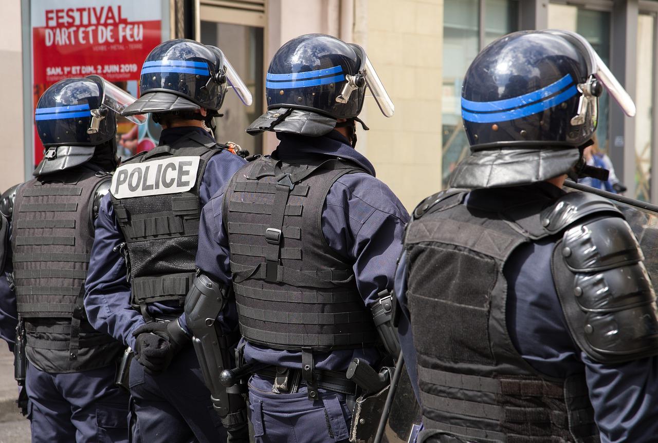Policiers français (jacqueline macou de Pixabay)