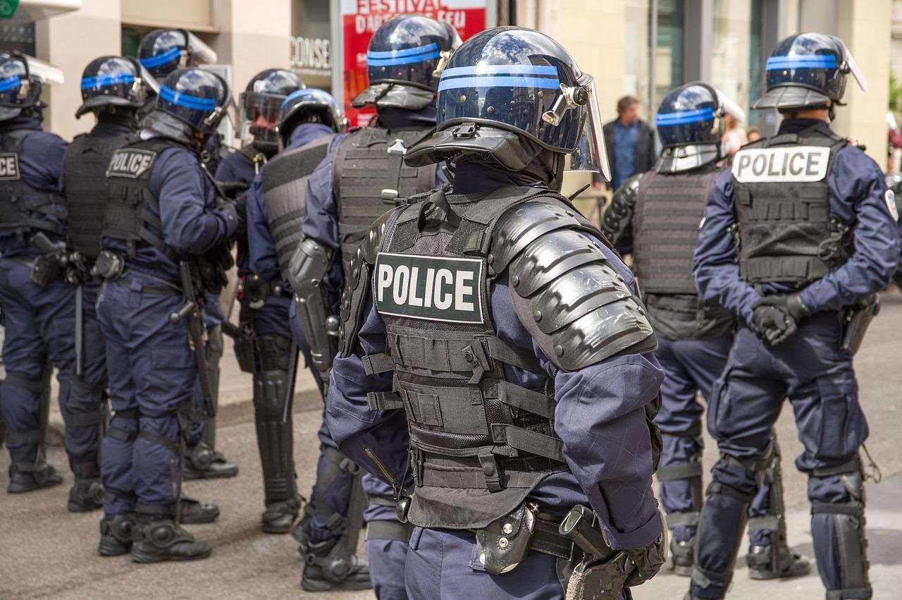 Deux policiers de la brigade anti-criminalité (BAC) de Vesoul, soupçonnés de violences lors d'une interpellation en février, comparaîtront en septembre devant le tribunal correctionnel de Vesoul.
