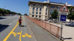 la mairie de Belfort teste deux pistes cyclables, notamment au pont Legay, témoignant d'une politique volontariste pour les vélos