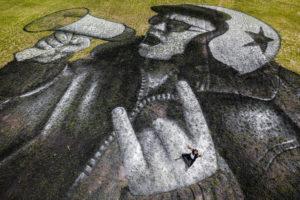 Fresque réalisée par Saype, pour les Eurockénnes, pour faire vibrer le festival malgré l'annulation, au Malsaucy.