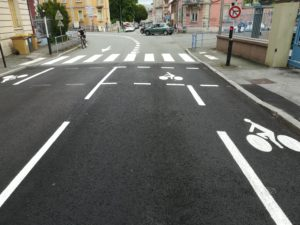 Boulevard Leclerc, redéfinition des espaces cyclables, avec une bande cyclable.