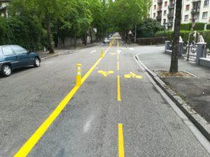 Bandes cyclables en test boulevard Renaud-de-Bourgogne, débouchant au cimetière Bellevue.