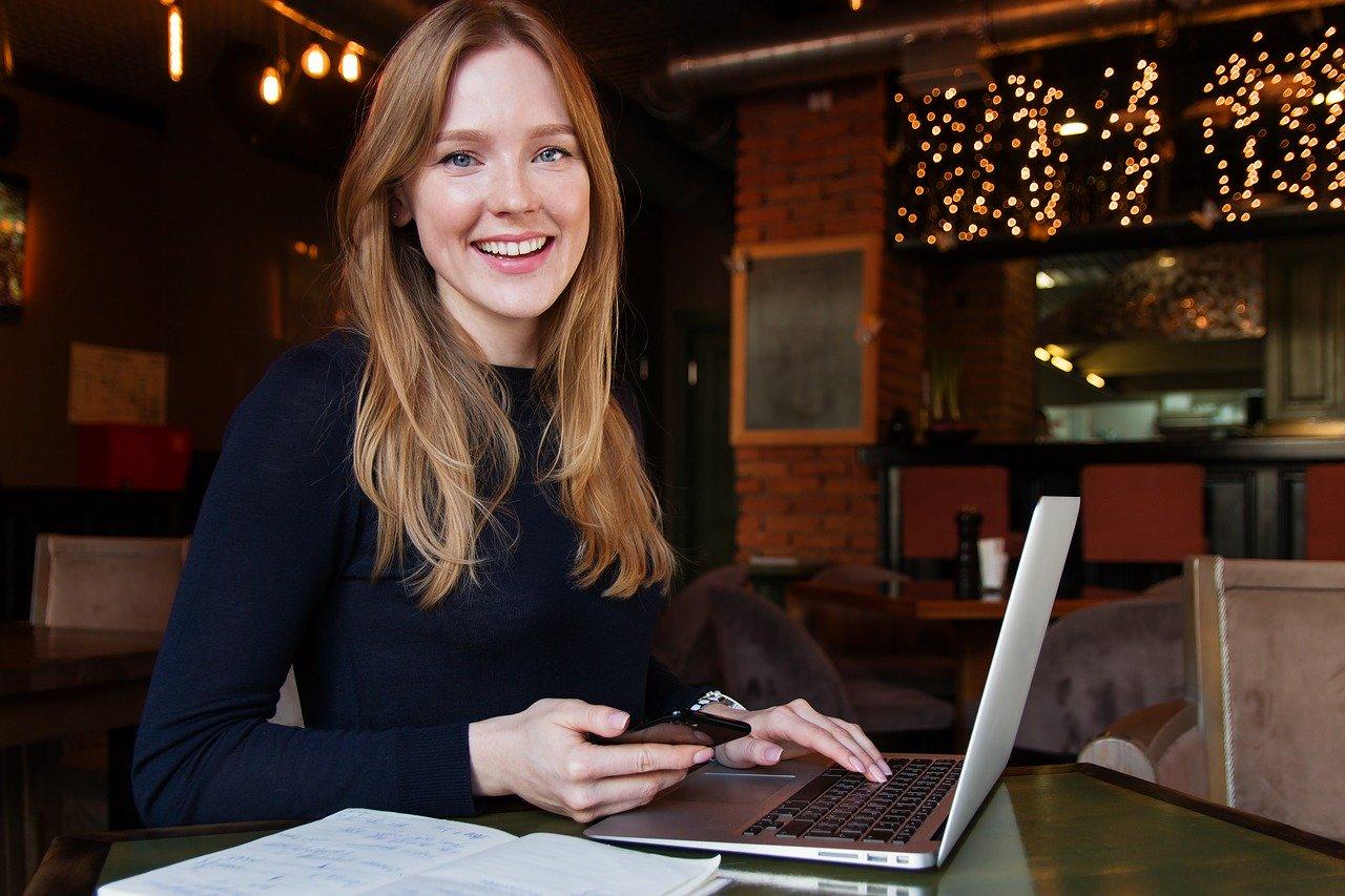 Travail jeune (Anastasia Gepp de Pixabay)