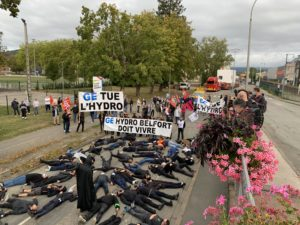 Quelque 200 salariés de General Electric, à Belfort, ont gêné le départ d'une turbine à gaz, ce jeudi 24 septembre 2020, pour manifester leur colère contre le nouveau plan social qui touche Belfort, chez Hydro.