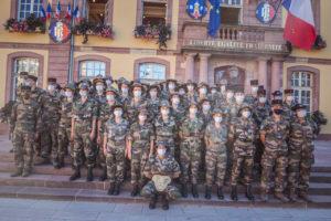 L'Esta organise pour les étudiants de 1re année, depuis 6 ans, une préparation militaire découverte (PMD) au 1er RA, pendant 5 jours. Remise des insignes, le vendredi 4 septembre, place d'Armes, à Belfort. Présentation du groupe.