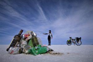 Florian Danielo, en Bolivie, au Salar de Uyuni (©Cycleantrip).