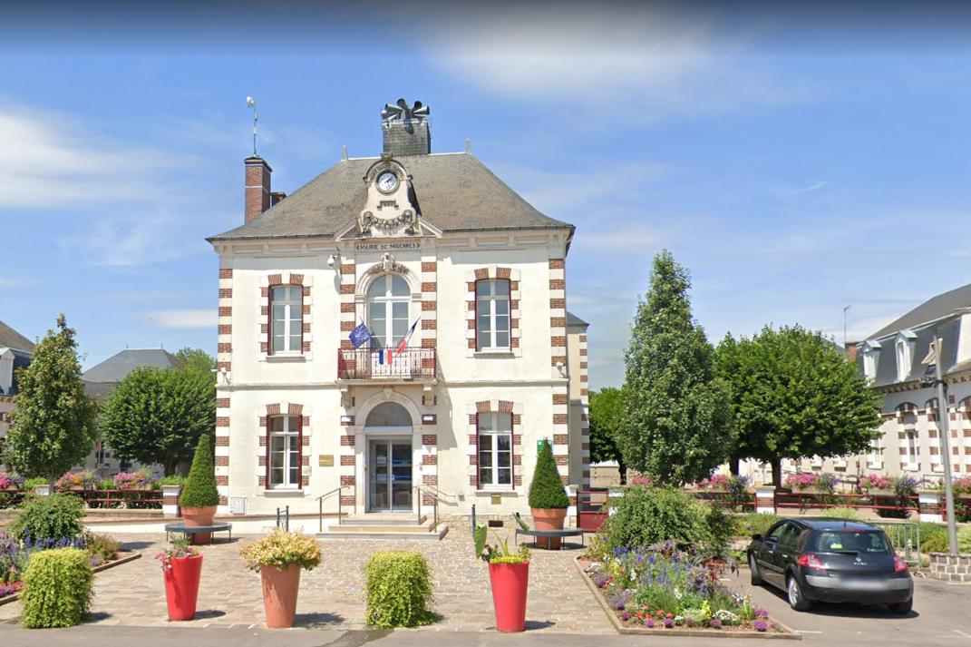 Le maire LR de Migennes (Yonne) François Boucher a pris un arrêté autorisant l'ouverture des commerces non-alimentaires du centre ville malgré les mesures de confinement