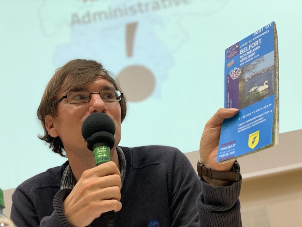 Le géographe Laurent Chalard discute les anomalies administratives du nord Franche-Comté.