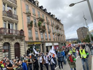 Un millier de personnes a manifesté à Belfort pour soutenir les salariés de General Electric.