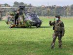 Au sol, les JTAC guident les tirs des aéronefs de combat