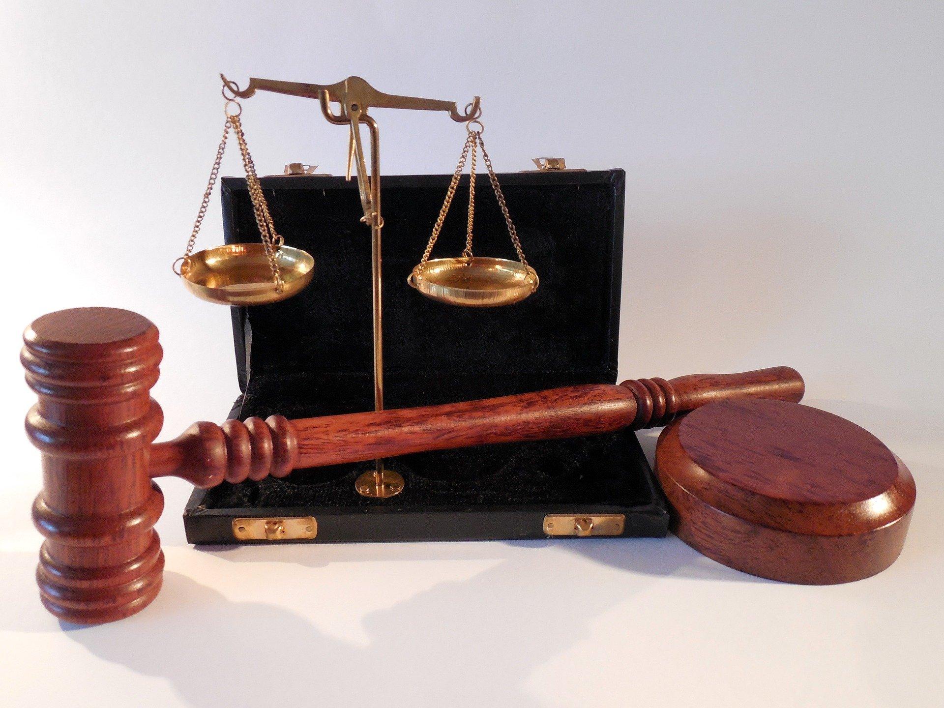 Un homme de 22 ans é été reconnu coupable de «violences en réunion» à l'encontre de quatre policiers. Il a fait appel du jugement.