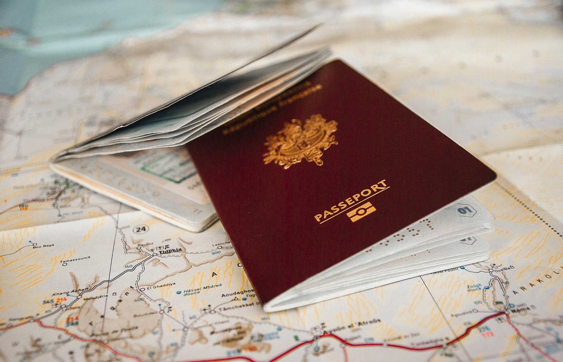 Les parents de la jeune Bosniaque tondue ont été expulsés.