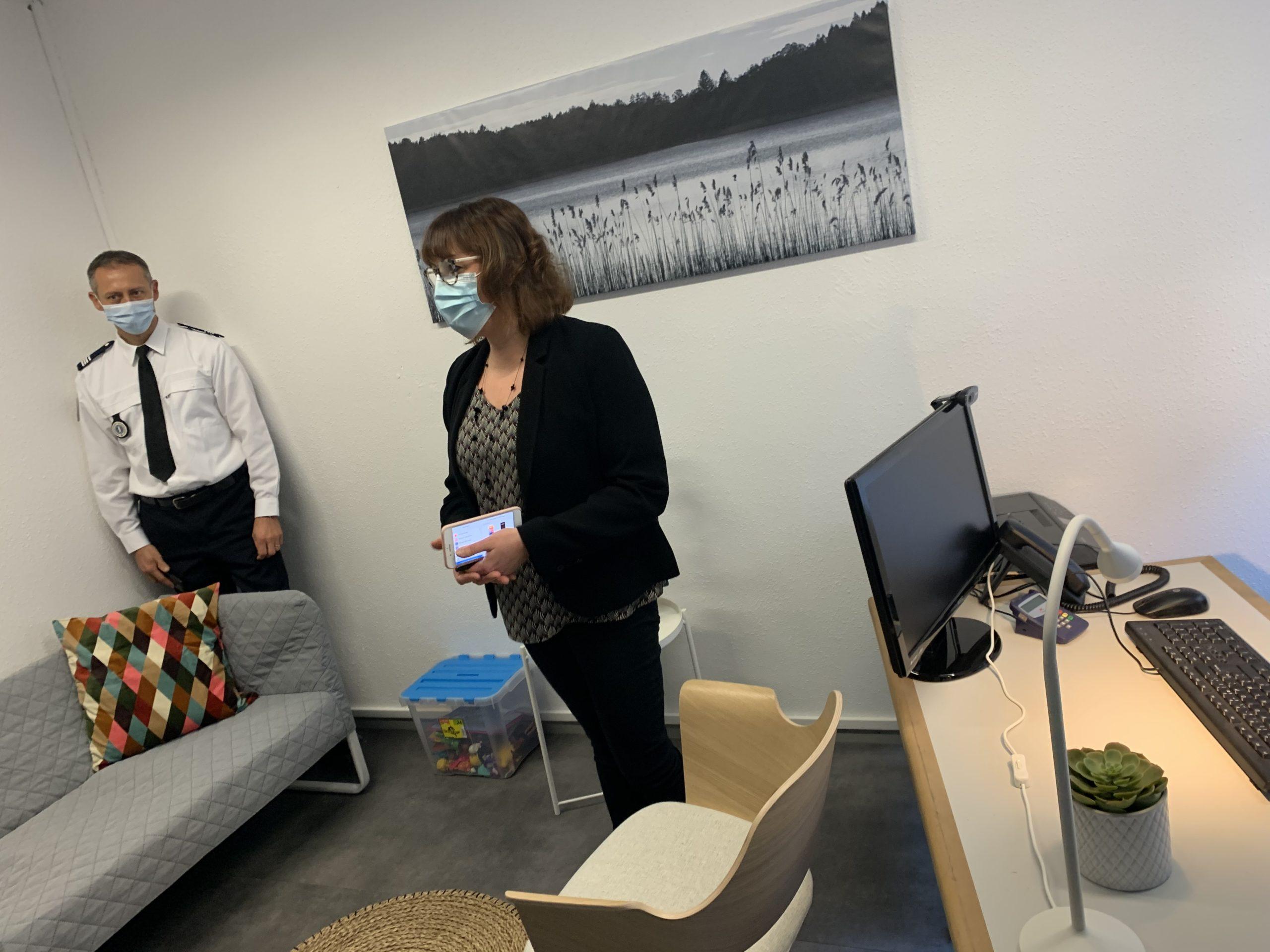 Le commissariat de police de Belfort a aménagé un nouvel espace pour accueillir les victimes de violences graves, notamment les femmes, particulièrement touchées par les violences conjugales.