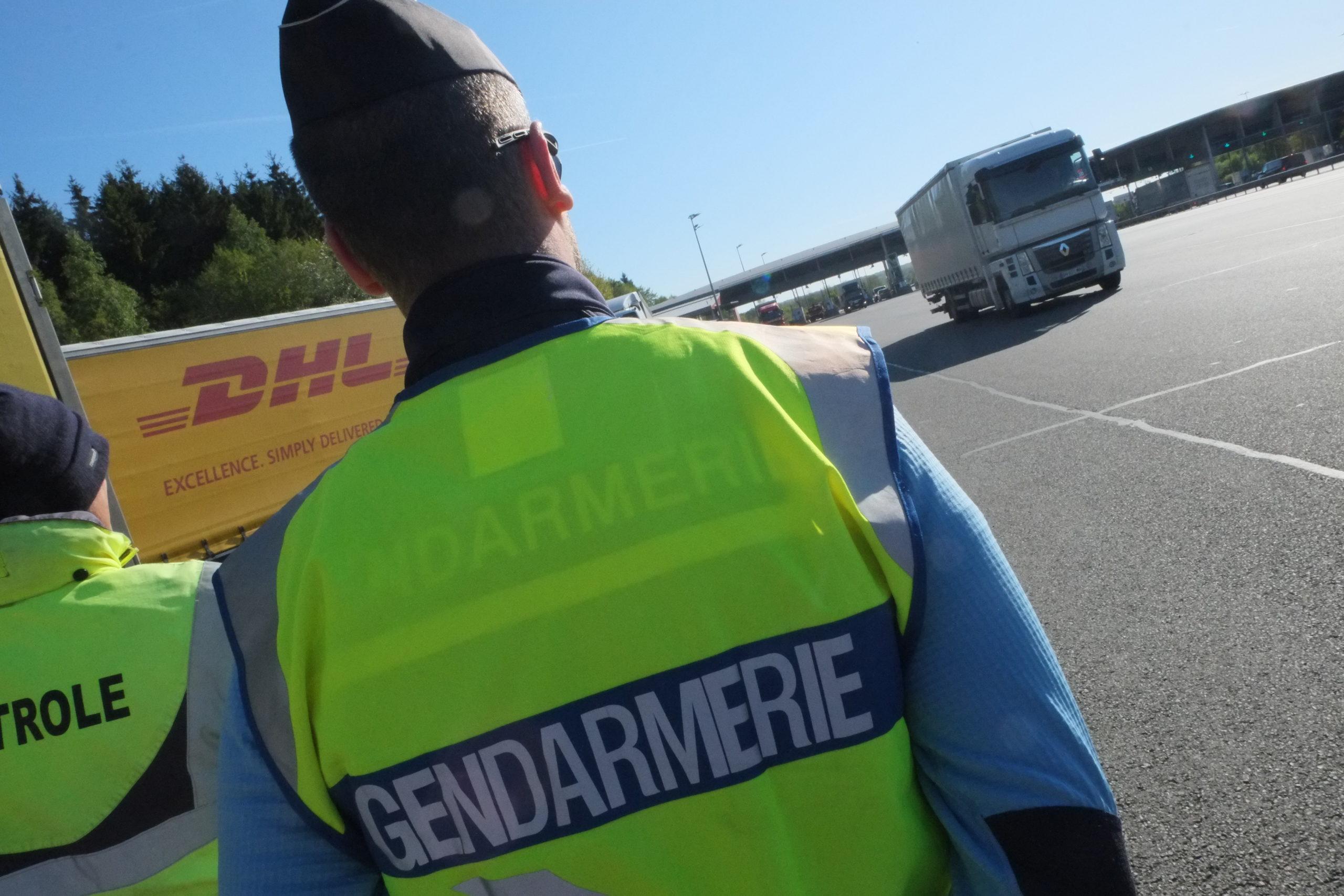 Un gendarme a été sérieusement blessé dans un accident, dimanche à Montbéliard, par un automobiliste qui avait pris la fuite après avoir refusé d'obtempérer à un contrôle routier,