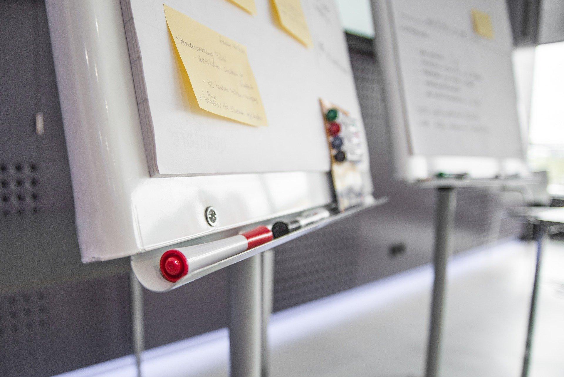 Le nouveau dispositif doit aider les demandeurs d'emploi non qualifiés à construire leur parcours de formation Image par Rudy and Peter Skitterians de Pixabay